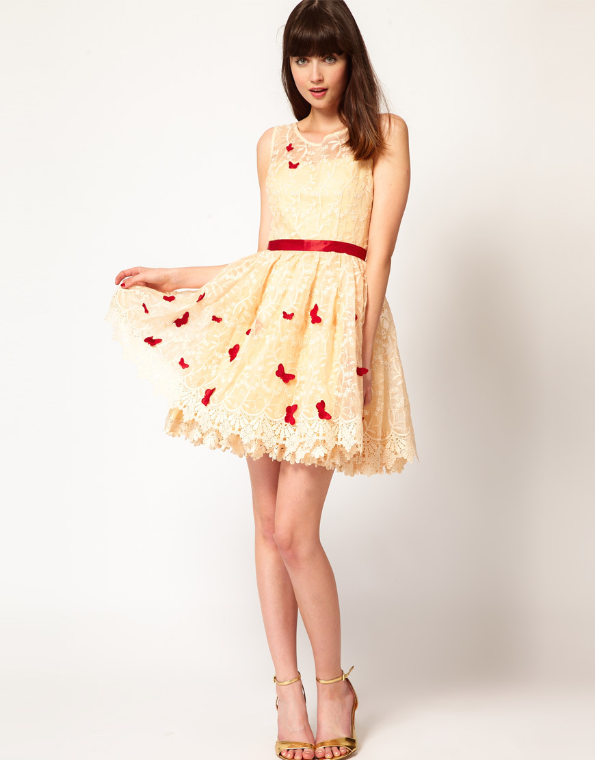 Stylish-bridesmaid-dresses-from-asos-2013-bridal-party-trends-lace-with-red.full