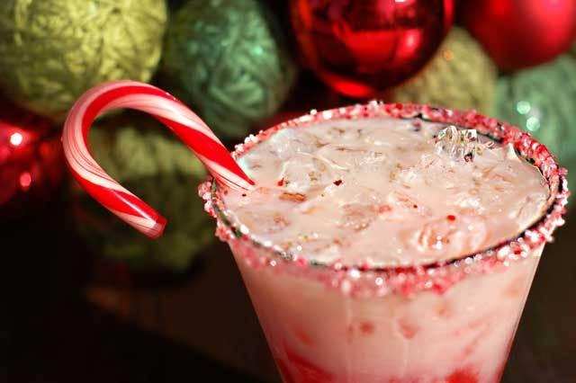Holiday-wedding-ideas-sweet-signature-drinks-1.full