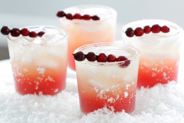 Holiday-wedding-ideas-sweet-signature-drinks-2.full