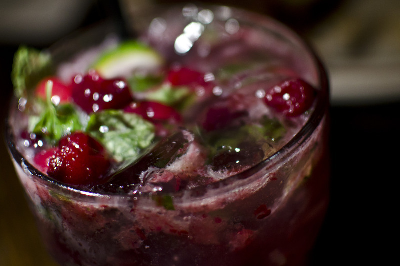 Holiday Wedding Ideas Sweet Signature Drinks Cranberry Mojito