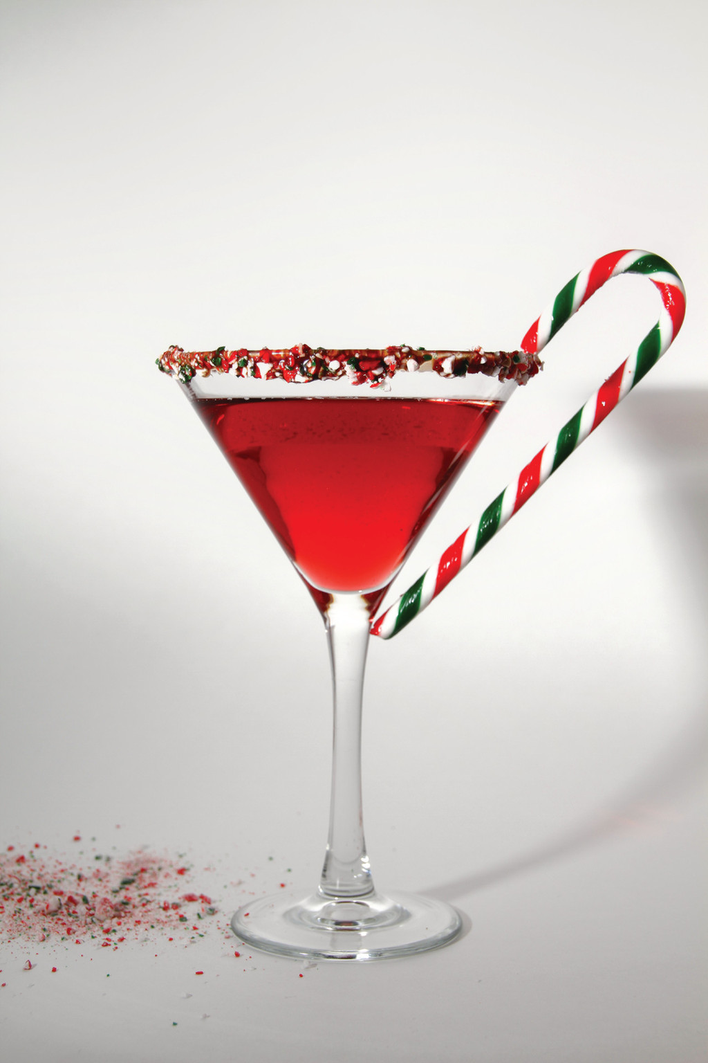 Holiday-wedding-ideas-sweet-signature-drinks-festive-martini.full