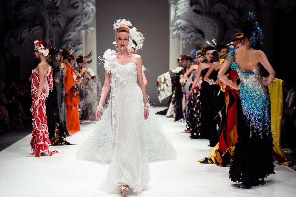 Dramatic-bridal-couture-yumi-katsura-2013-wedding-dress-bridesmaid-gowns-5.full