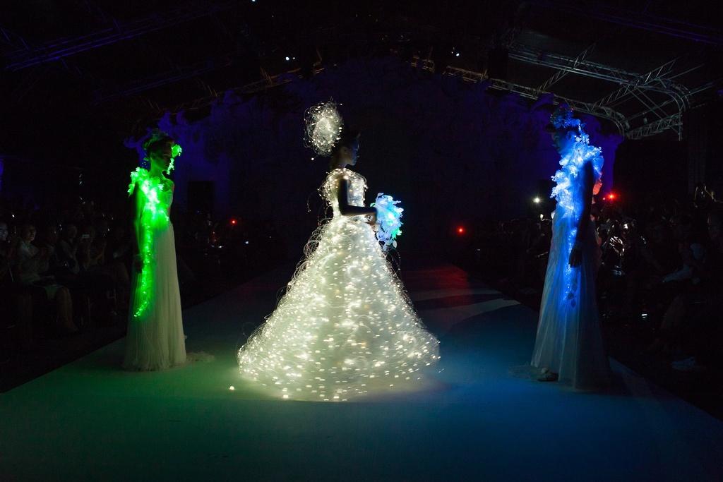 Dramatic-bridal-couture-yumi-katsura-2013-wedding-dress-bridesmaid-gowns-4.full