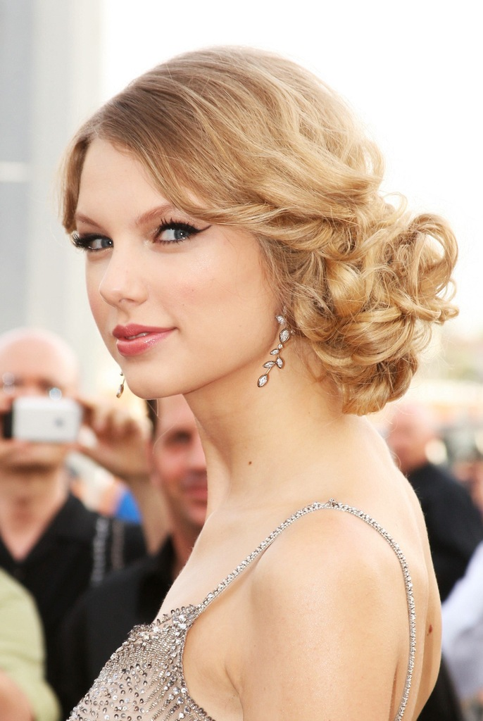 photo of Bridal Updos Loose Waves Taylor Swift