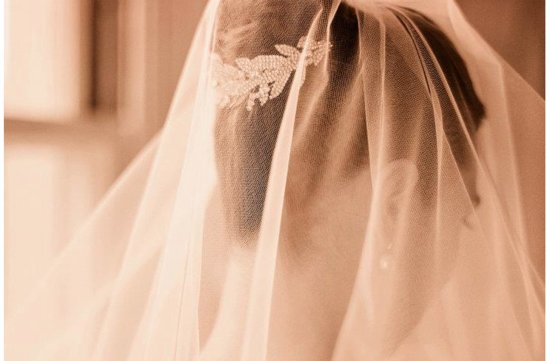 Classic Bridal Veil with vintage hair comb