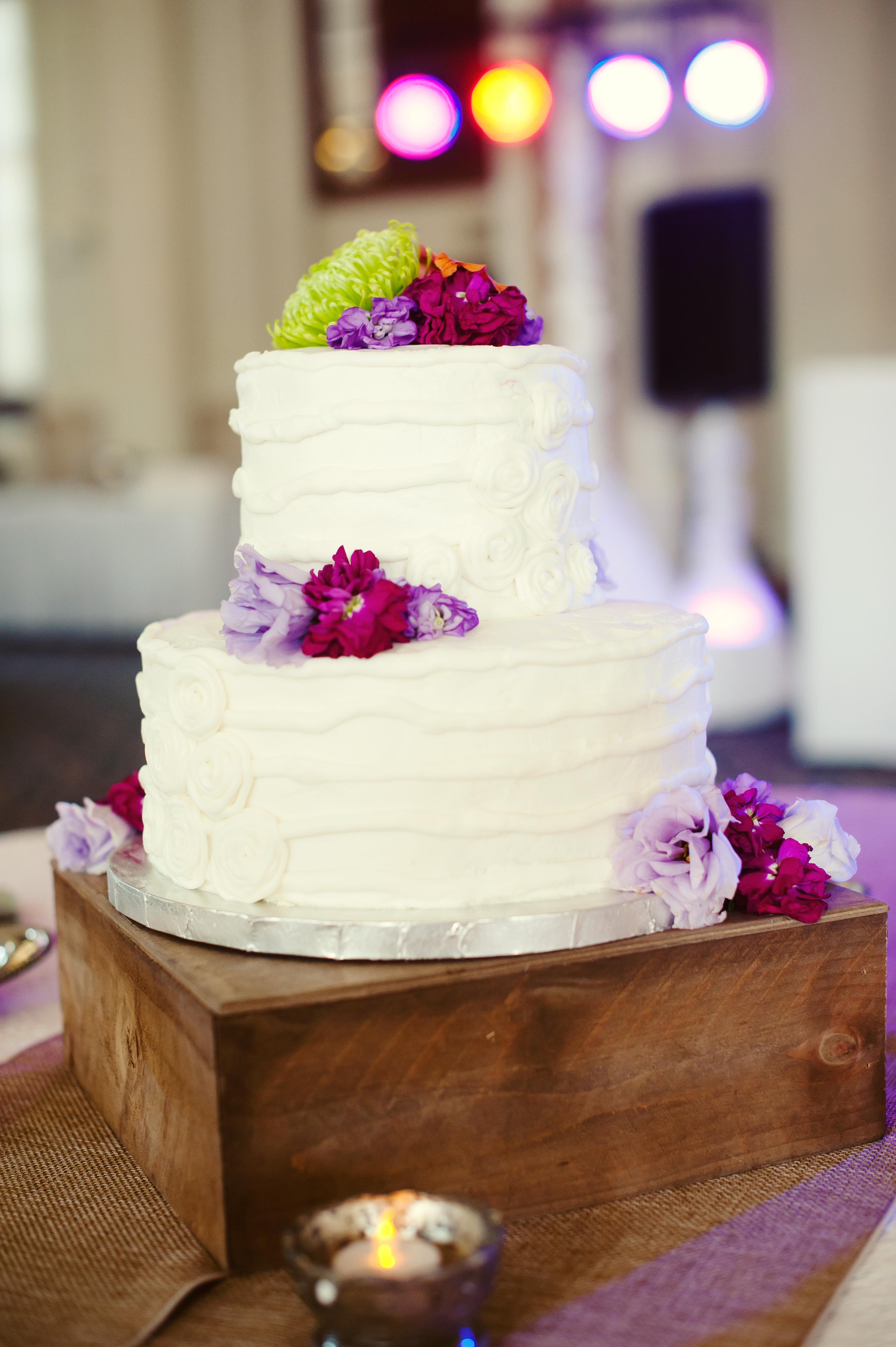 classic rustic wedding cake