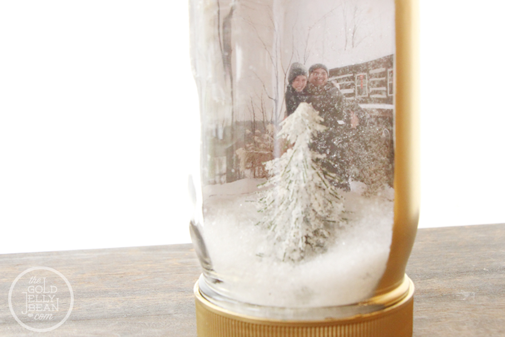 Diy-wedding-projects-for-winter-brides-snow-globe-decor-3.full