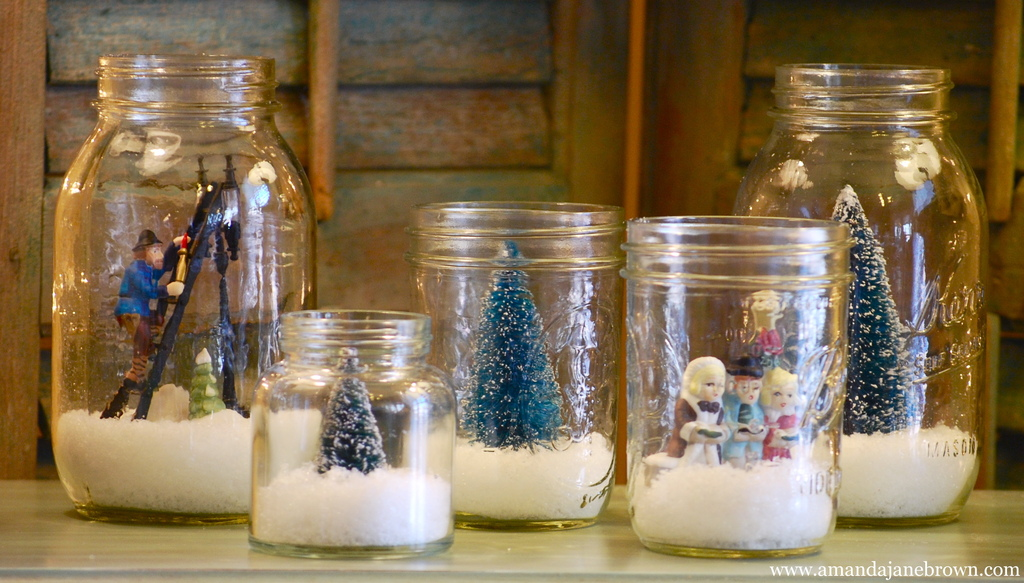 DIY Wedding Projects for Winter Brides Snow Globe Decor 4