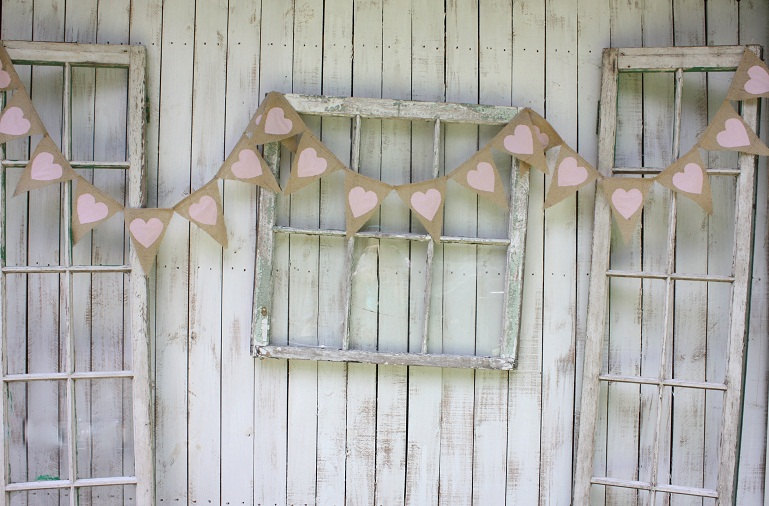 Rustic-wedding-decor-burlap-heart-bunting.full