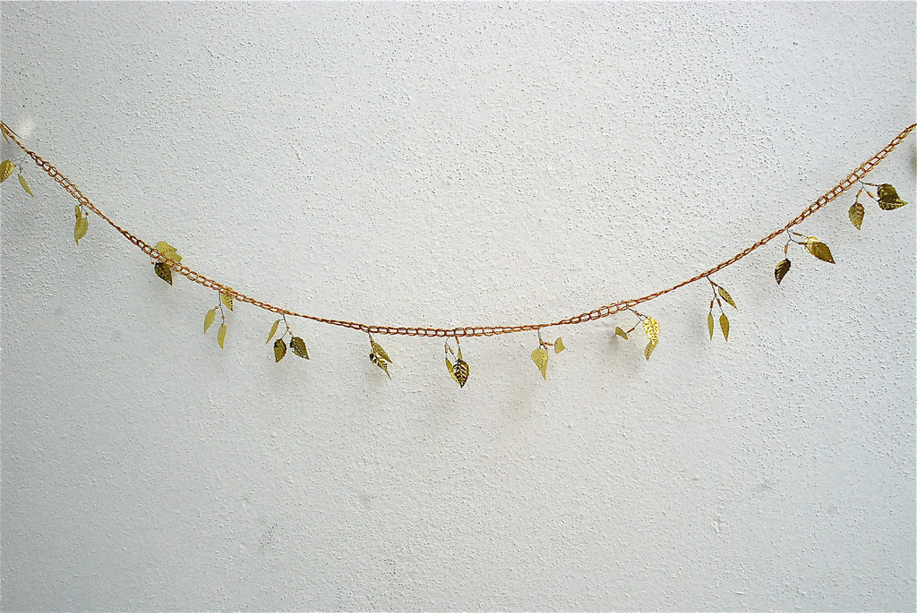 Elegant-wedding-decor-gold-leaf-garland.full