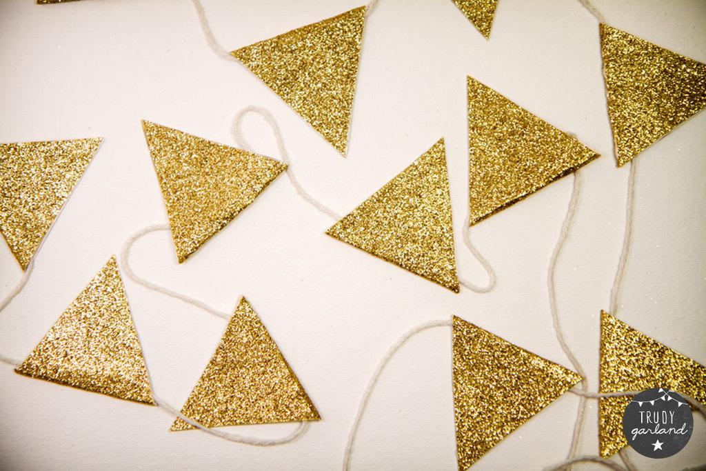 Glittery-gold-wedding-reception-garland.full