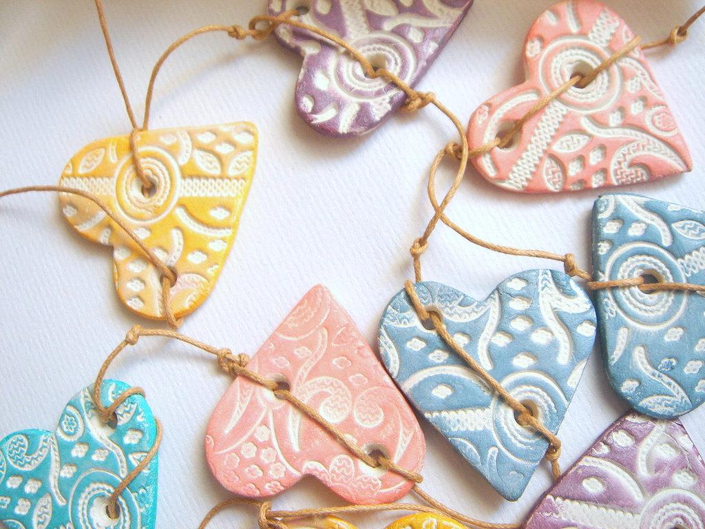 Romantic-wedding-garland-pastel-hearts.full