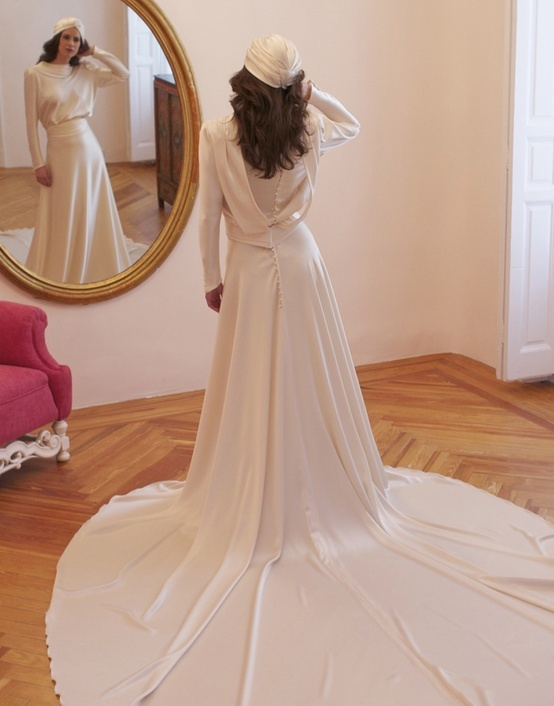 1940s-inspired-bridal-style-sleeved-wedding-dress.full