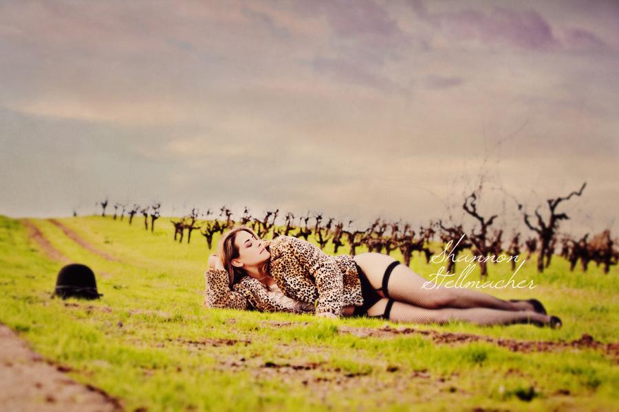 Outdoor-bridal-boudoir-shoot-leopard.full