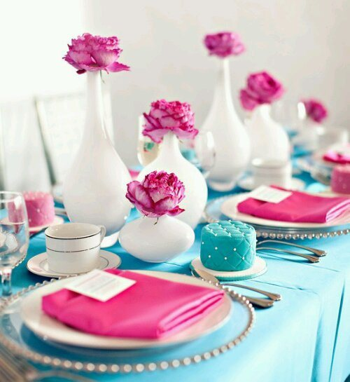 Tiffany blue, white and pink tablescape
