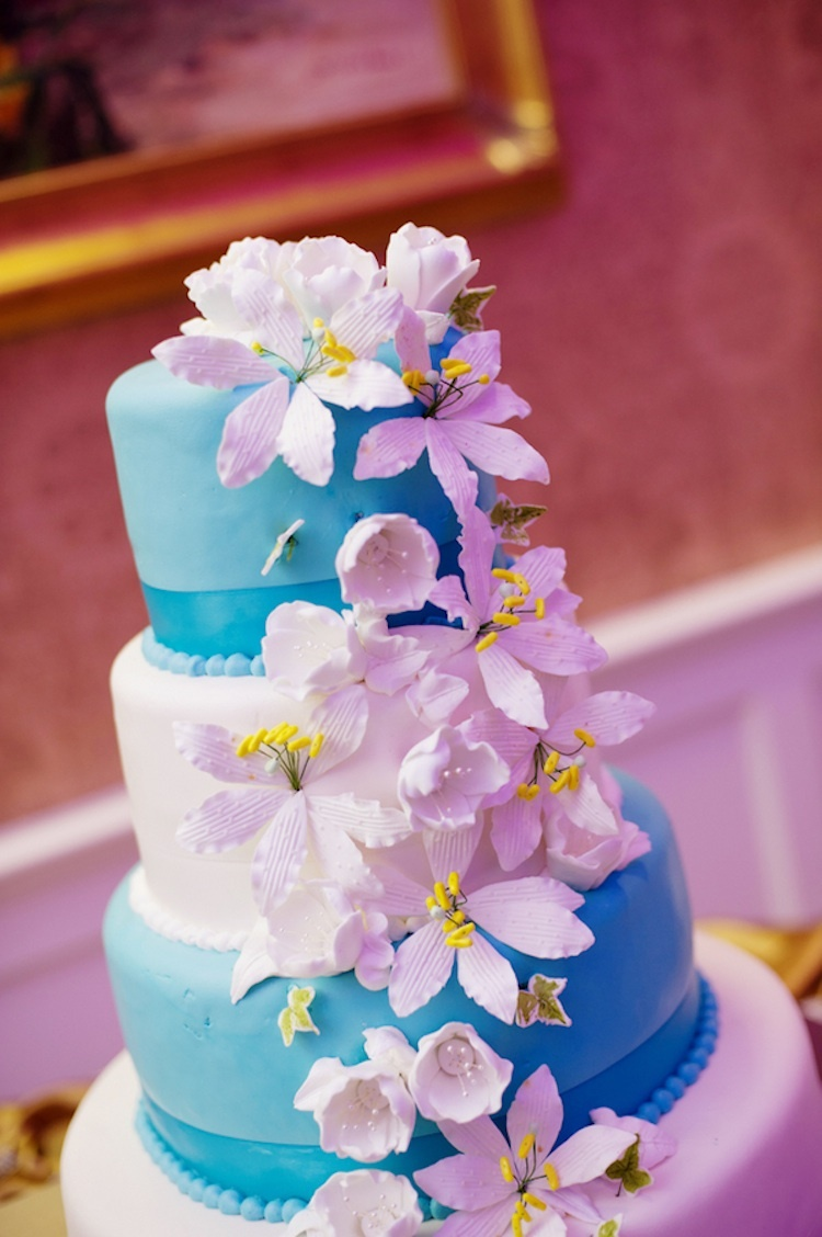 Blue-and-white-wedding-cake.full