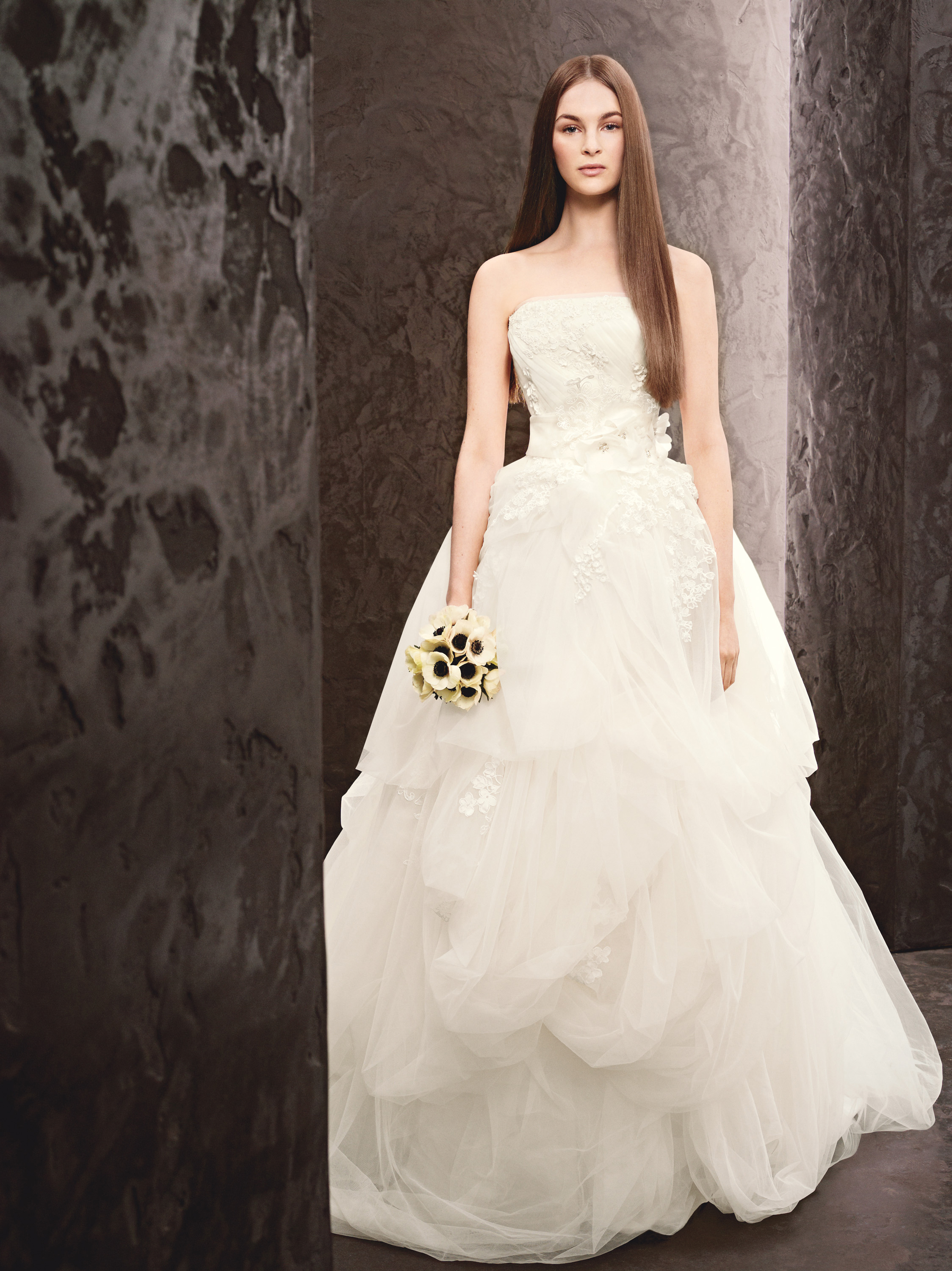 Wedding dresses designs photos pictures pics images vera for Vera wang used wedding dress