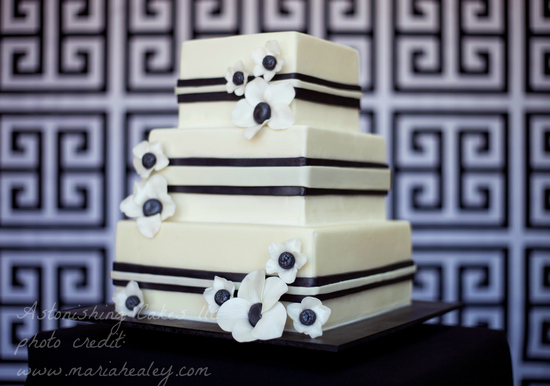 Black and White Square Cake-WM