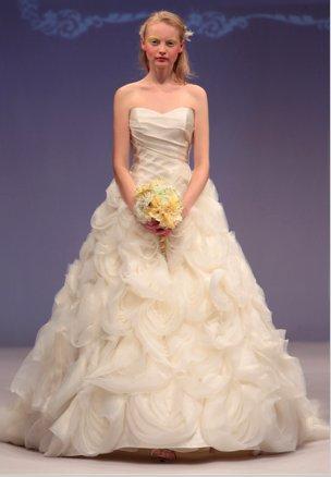 Winnie-couture-bridal-gown-2013-collection-wedding-dresses-diamond-label-pierretta.full