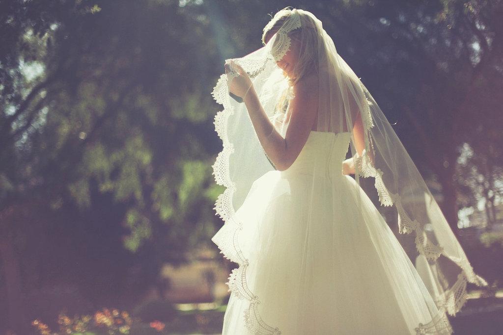 Classic-vintage-bridal-veil-lace-trim.full