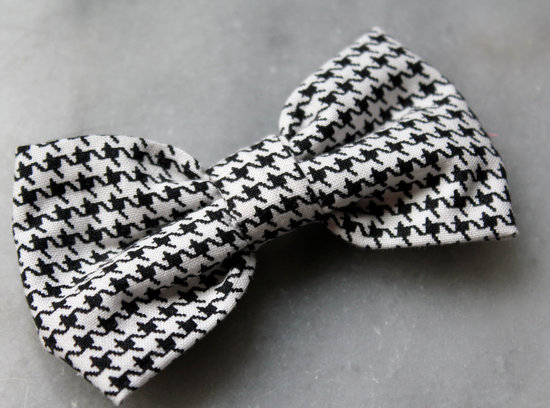 Houndstooth Bow Tie for Refined English Style