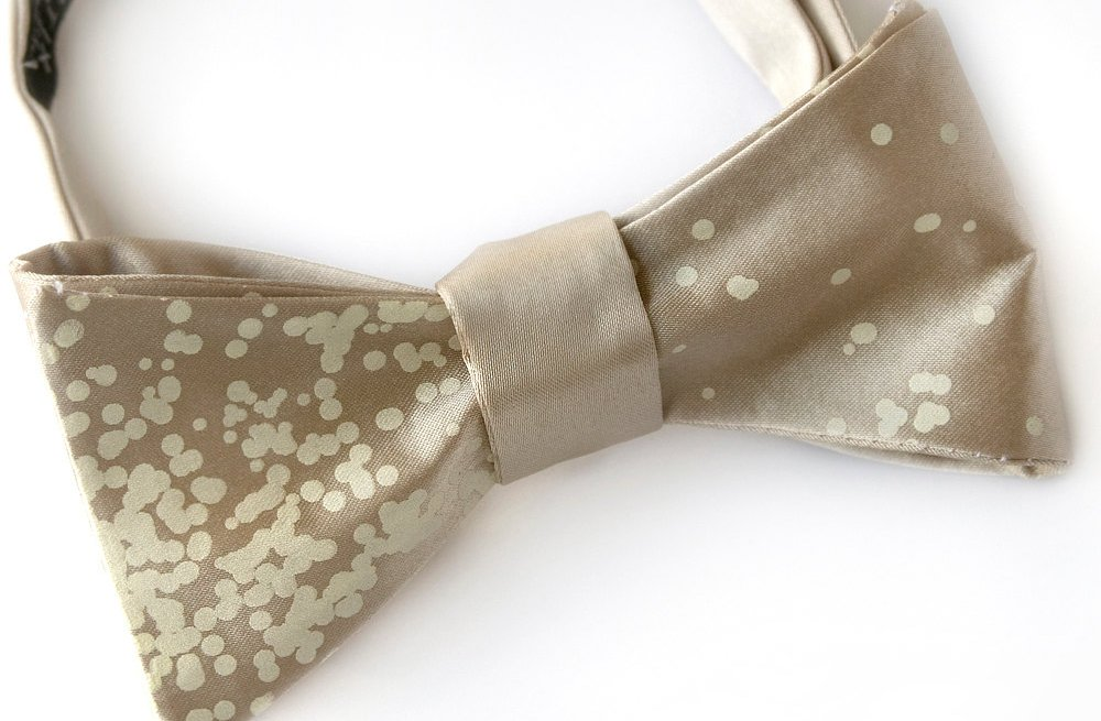 Champagne-bow-tie-for-holiday-grooms.full