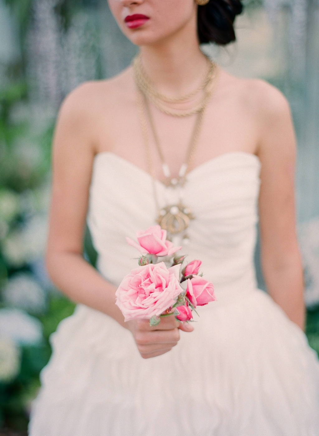 wedding tips for brides get a sample bouquet for wedding dress fitting