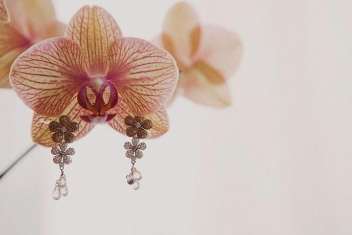 Dreamy-destination-wedding-sparkling-drop-earrings.full
