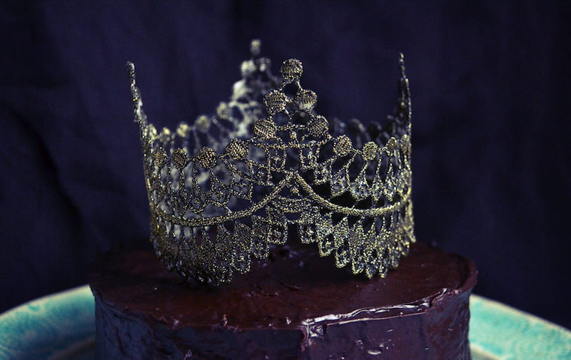 Regal-wedding-diy-crown-cake-topper.full