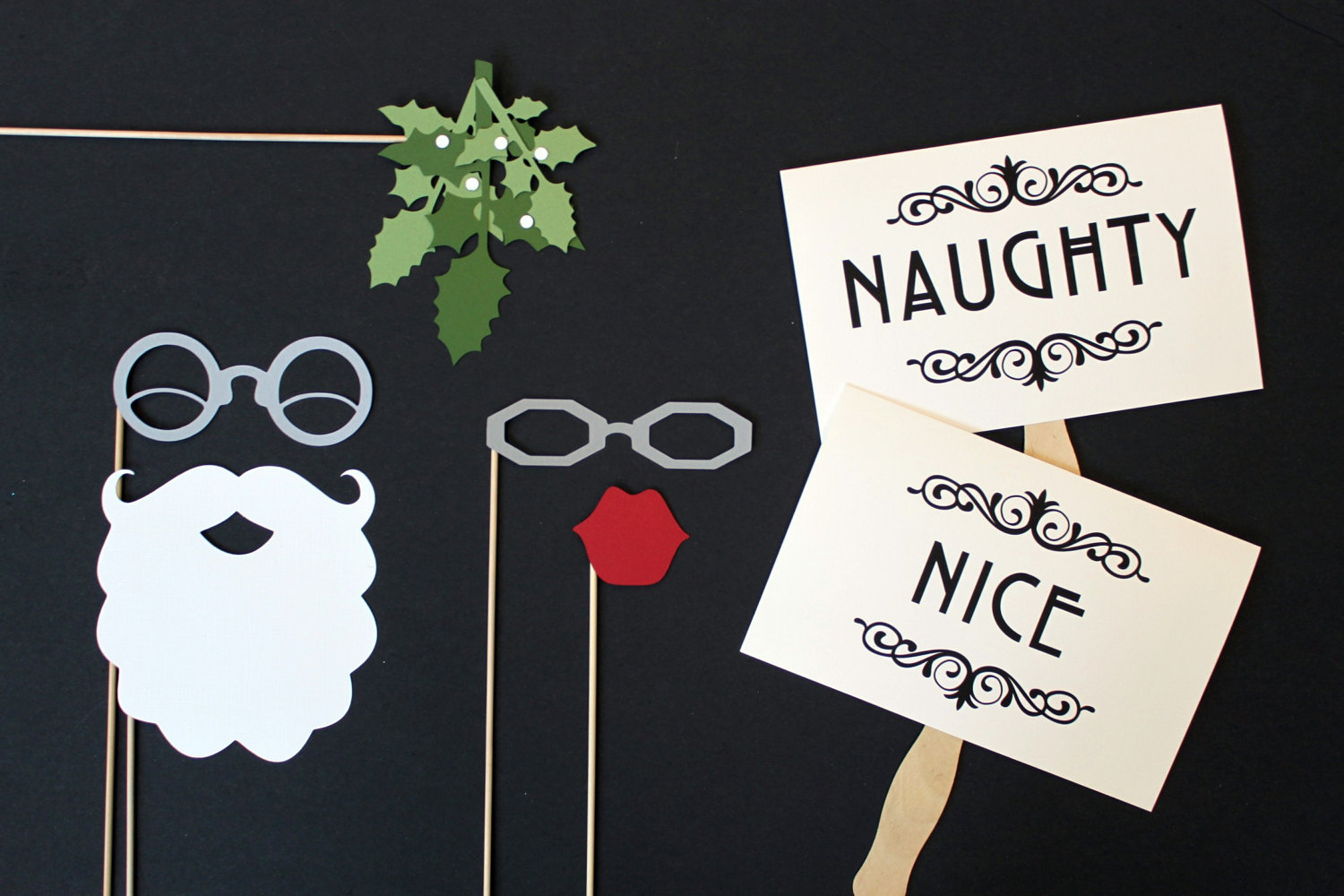 Holiday Themed Wedding Photobooth Props OneWedcom zlU5veHX