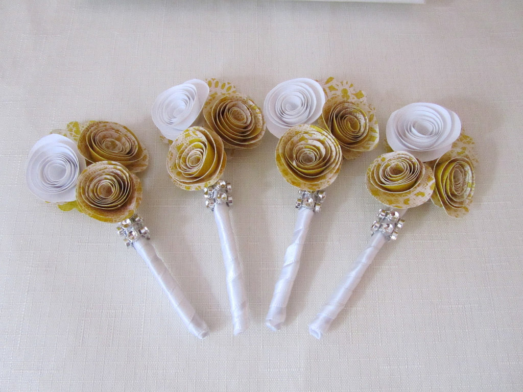 Paper-rosette-wedding-boutonnieres.full