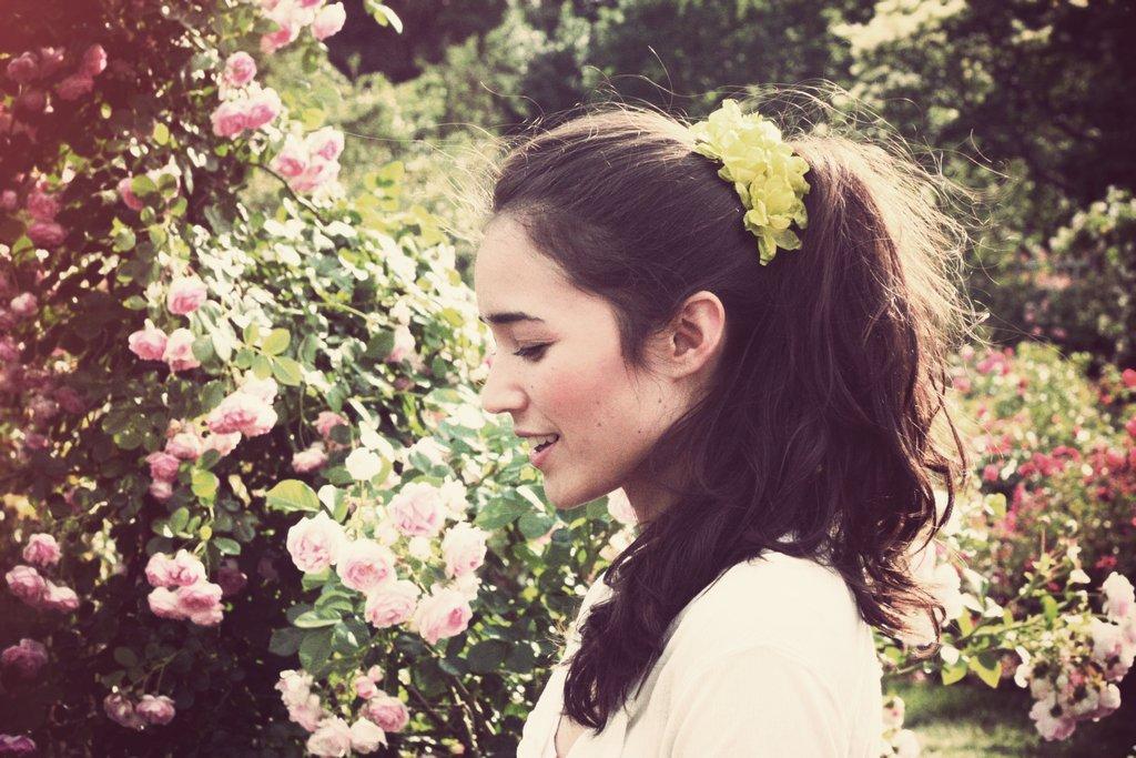 Floral-wedding-hair-clip-for-diy-brides.full