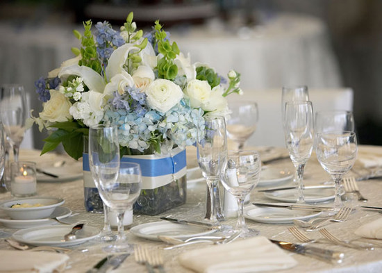 blue-and-neautral-table-setting-wedding
