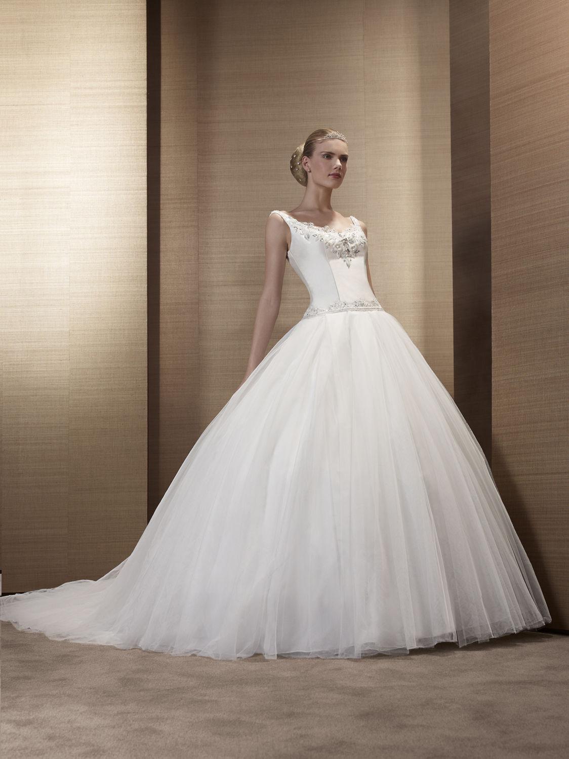 Pronuptia paris wedding dresses for Wedding dress in paris