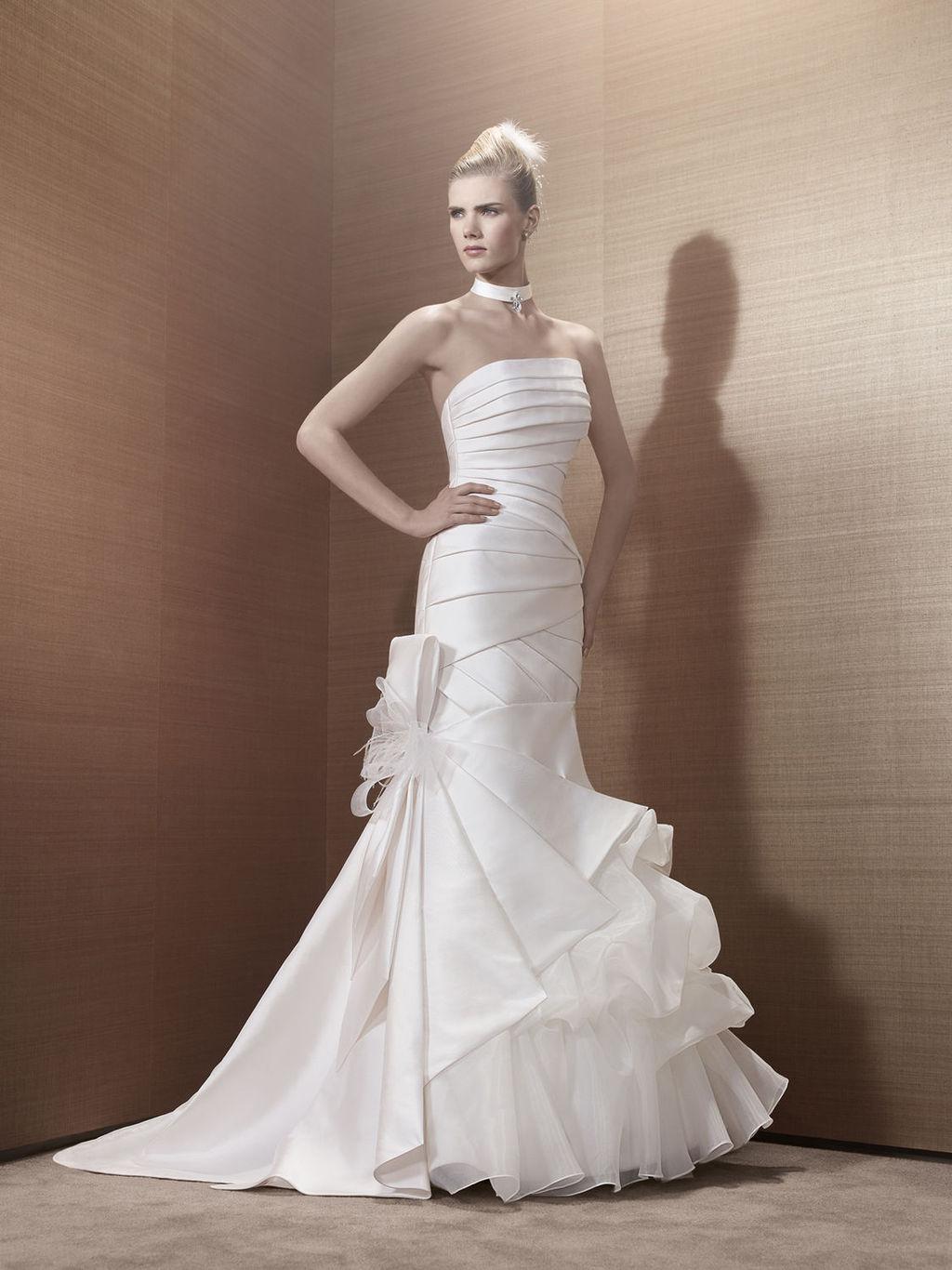 2013-wedding-dress-by-pronuptia-creations-kh49.full