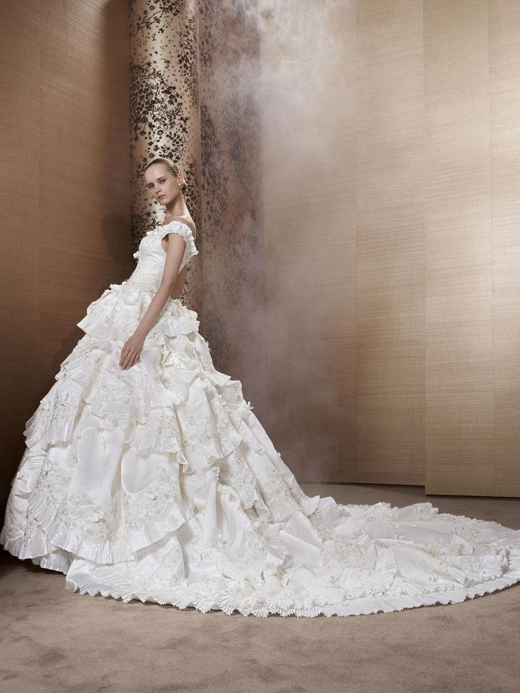 2013-wedding-dress-by-pronuptia-creations-ld70.full