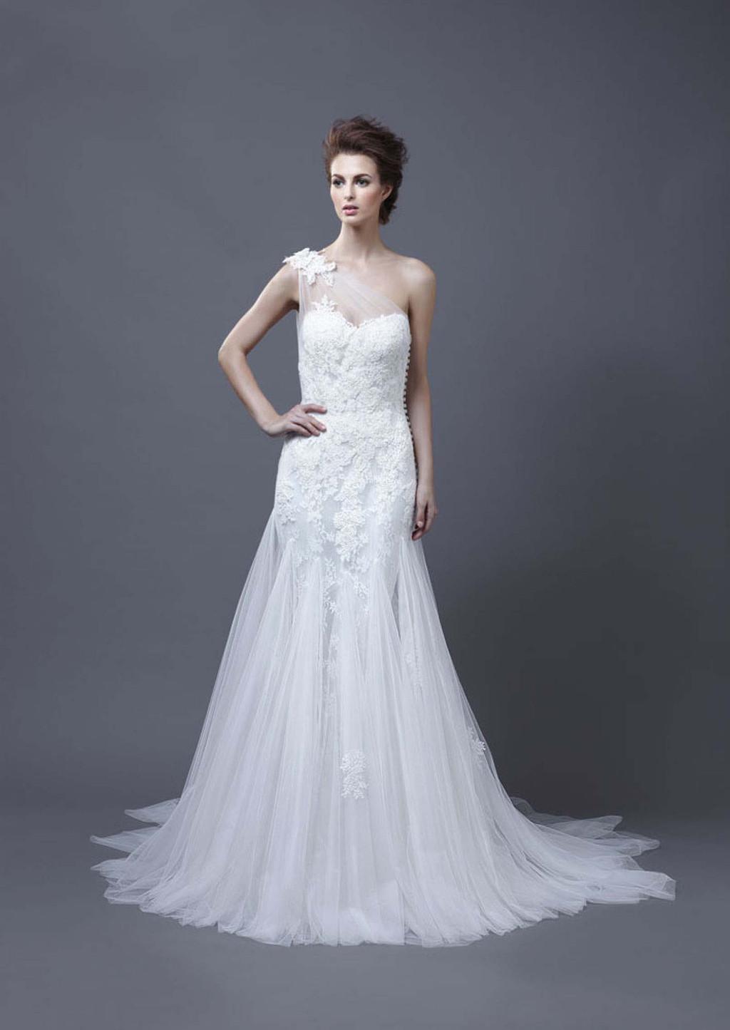2013-wedding-dress-by-enzoani-bridal-heli.full