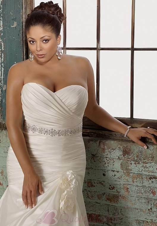 Glamorous-Satin-Mermaid-Sweetheart-Neckline-Plus-Size-Wedding-Dress-With-Beads-and-Handsmade-Flowers-W2062