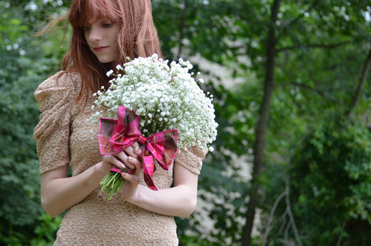 Babys-breath-wedding-bouquet-with-plaid-wrap.full