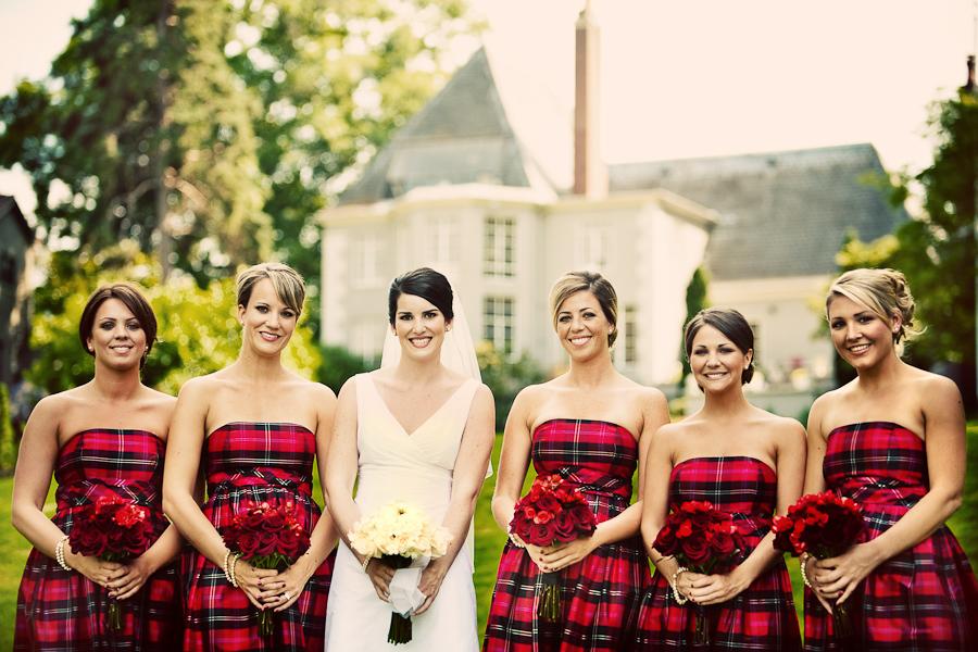 Bride-poses-with-bridesmaids-in-plaid.full