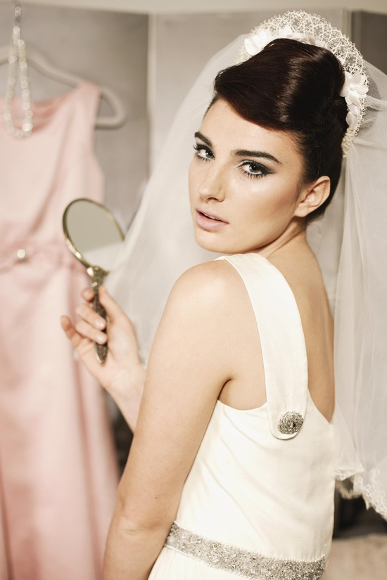 Stunning 1960s inspired bride
