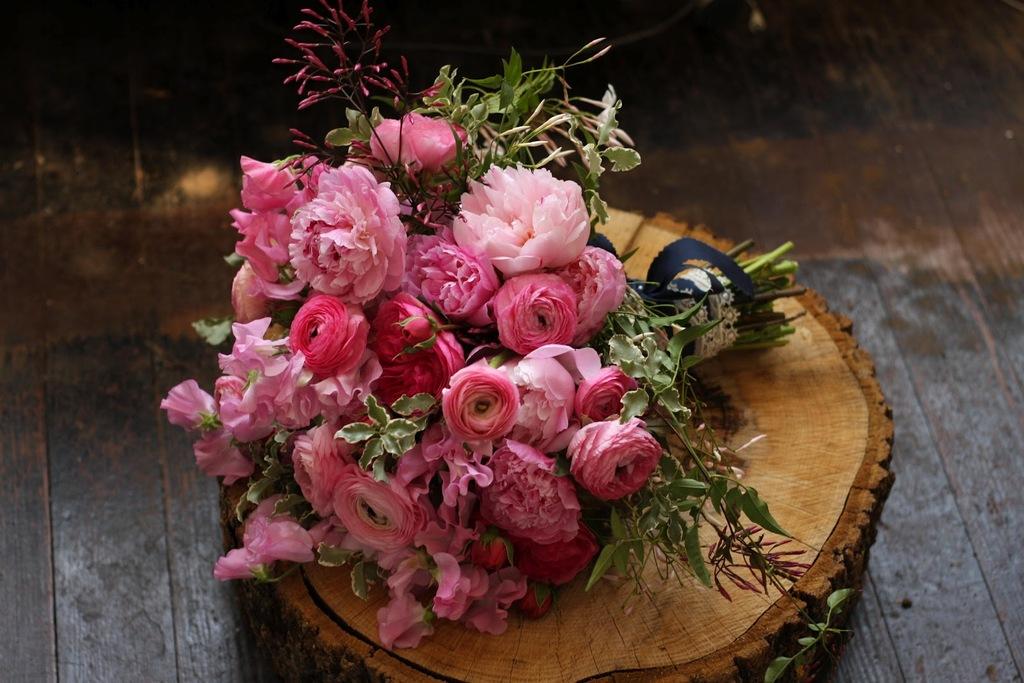 Classic-romantic-pink-bridal-bouquet.full
