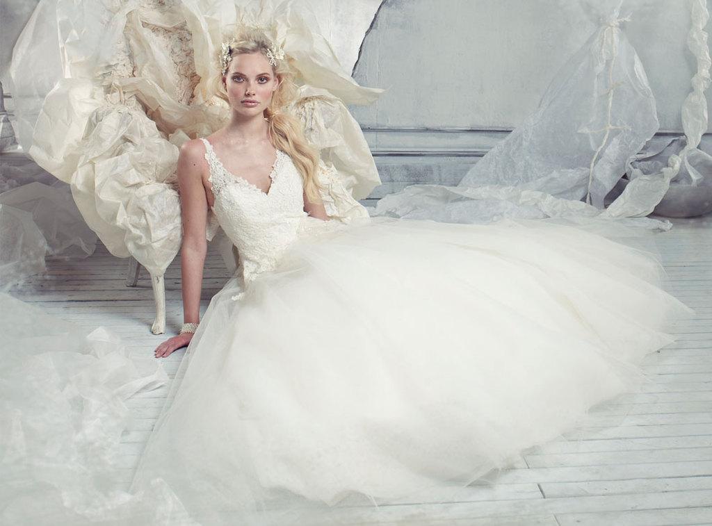 2013-wedding-dress-alvina-valenta-bridal-gowns-9301.full
