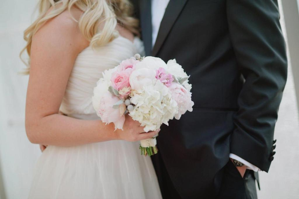 White-light-pink-wedding-bouquet.full