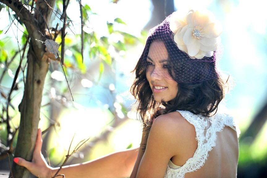 Unique-pink-birdcage-bridal-veil-with-cream-flower.full
