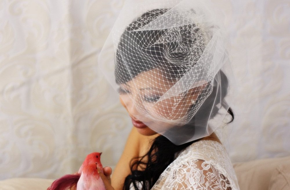 Classic-bridal-veil-birdcage-hair-accessory-3.full