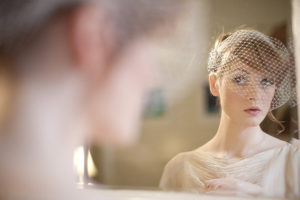 Simple-birdcage-bridal-veil-with-jeweled-detail.full