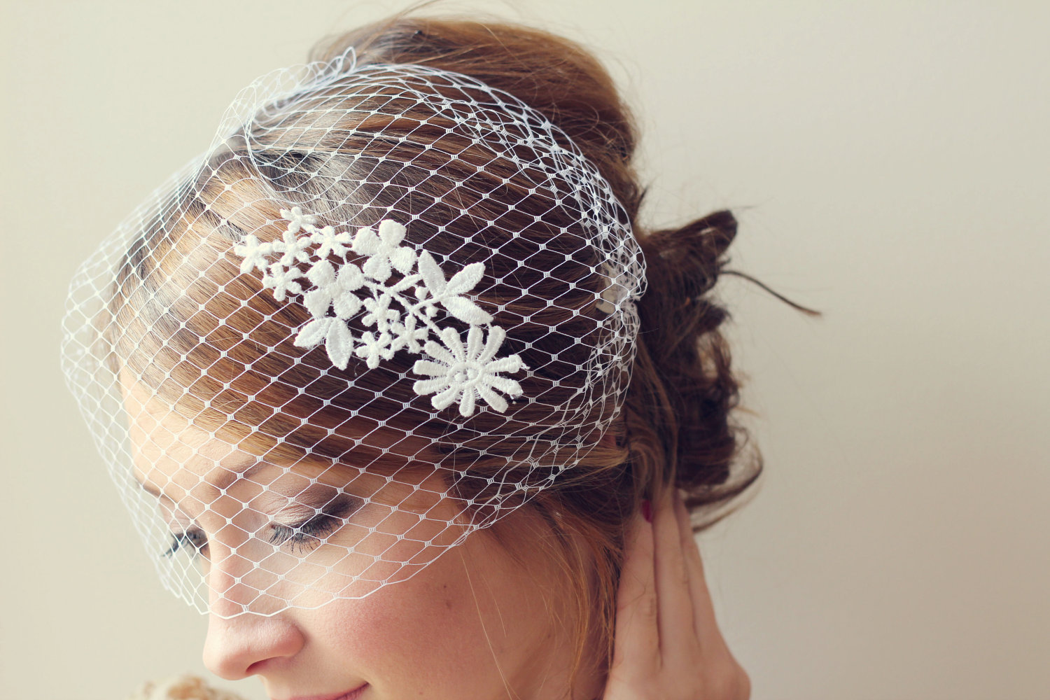 Lace-adorned-birdcage-bridal-veil.original