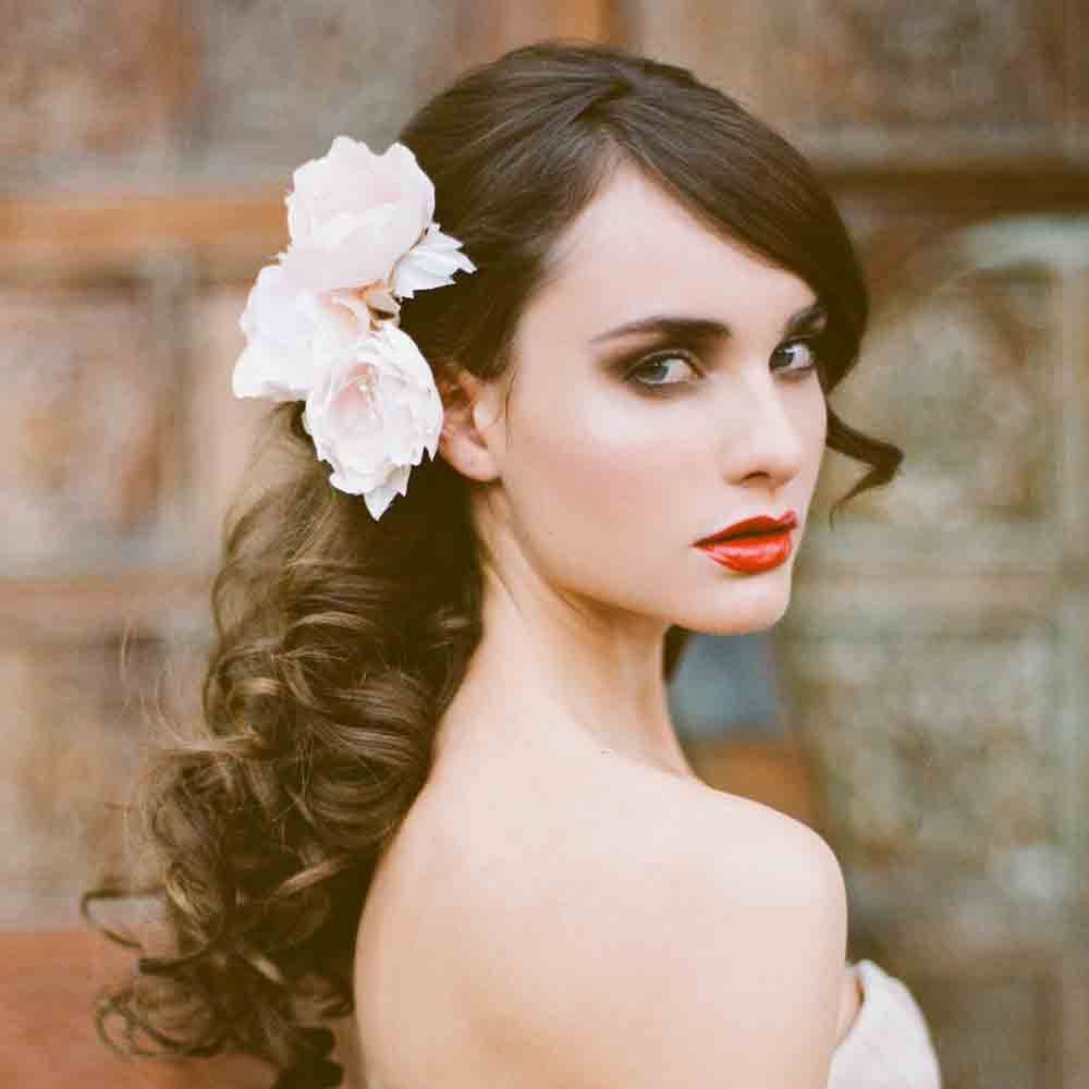 All-down-wedding-hairstyle-with-bouncy-waves.full