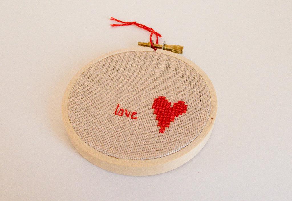 Modern-wedding-decor-stitched-love.full